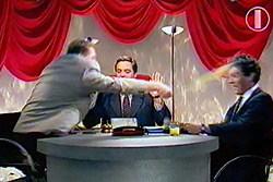 Трое мужчин за круглым столом