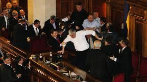 Драка в парламенте Украины привела к госпитализации 5 депутатов - БЮТ
