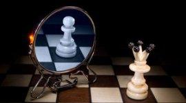 Шахматные фигуры с зеркалом