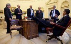Люди в кабинете директора