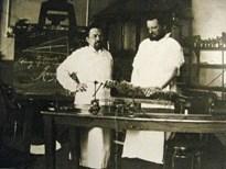 Ухтомский в лаборатории