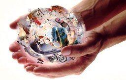Абстрактная сфера в руках человека