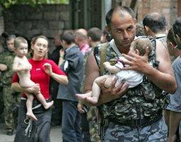 На встречу с террористами в бесланскую школу пошел только Аушев. И эти дети были спасены