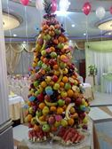 новогодняя елка украшенная игрушками