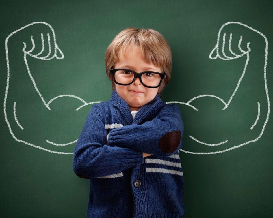 мальчик с сильными руками