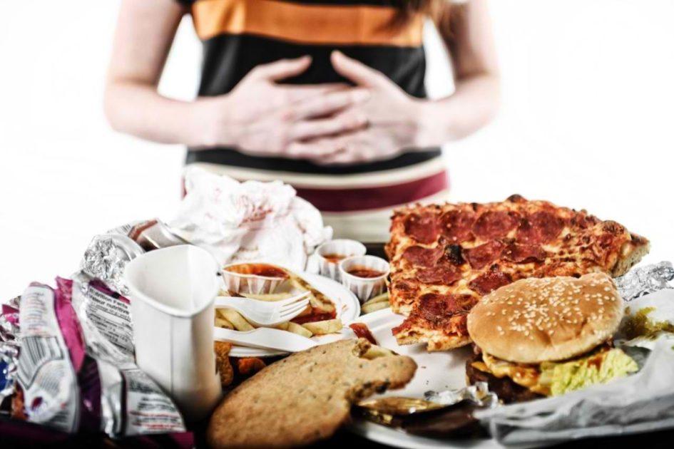 фото много еды на столе